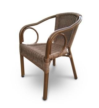 Плетёное кресло из искусственного ротанга