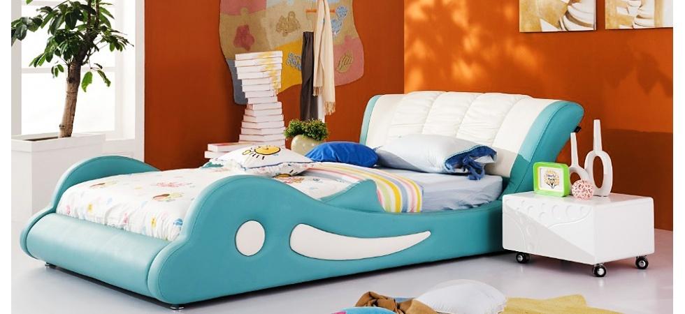 Детская кровать в форме дельфина